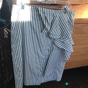 Banana Republic gray & white striped pencil shirt